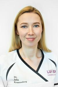 Julia Kruusenberg, Dentist